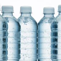 bouteilles-d-eau-minerale_940x705